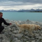 Thorsten trying hard to get the attention of this nice blond girl... @ Lake Tekapo